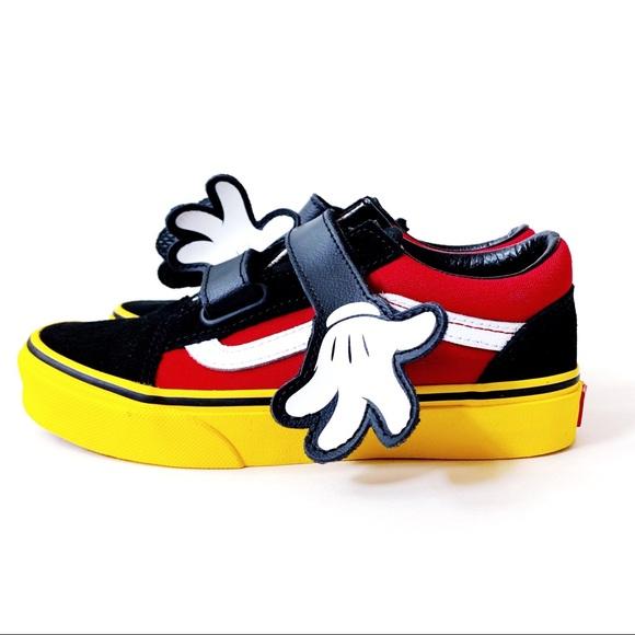 be4fb164ca0e6c Disney Vans Mickey Mouse Hugs Old Skool Skate Shoe
